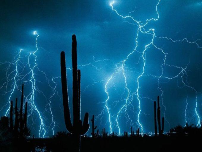 Flashing Lightnings Free Screensaver