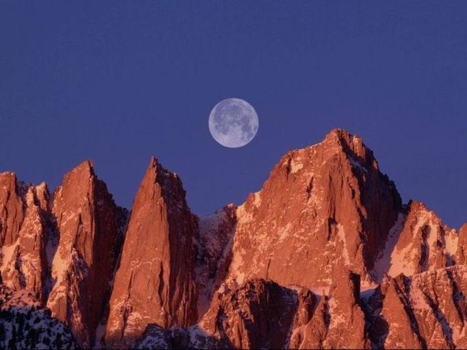 Lofty Mountains Free Screensaver