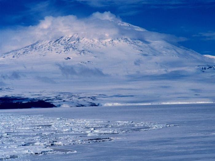 Mount Erebus wallpaper