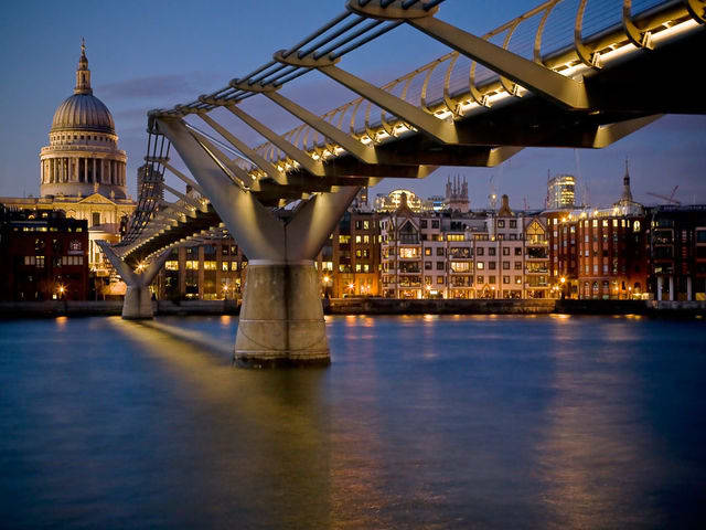 Fabulous Bridges Free Screensaver