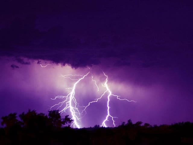 Flashing Lightnings Free Screensaver