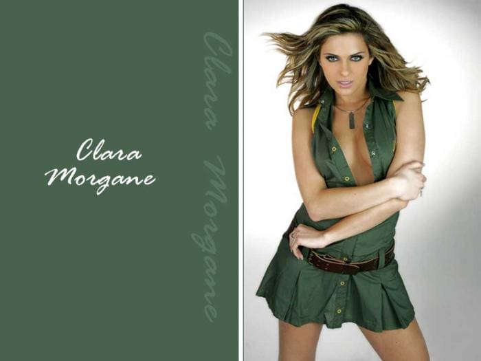 Fond d'écran Clara Morgane en jupe