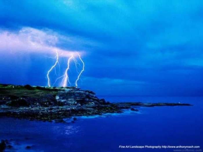 Clovelly Lightning Wallpaper