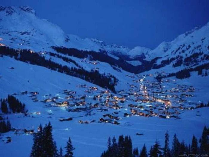 Ski Town Wallpaper