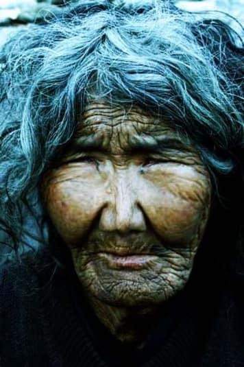 Vieux visage de femme